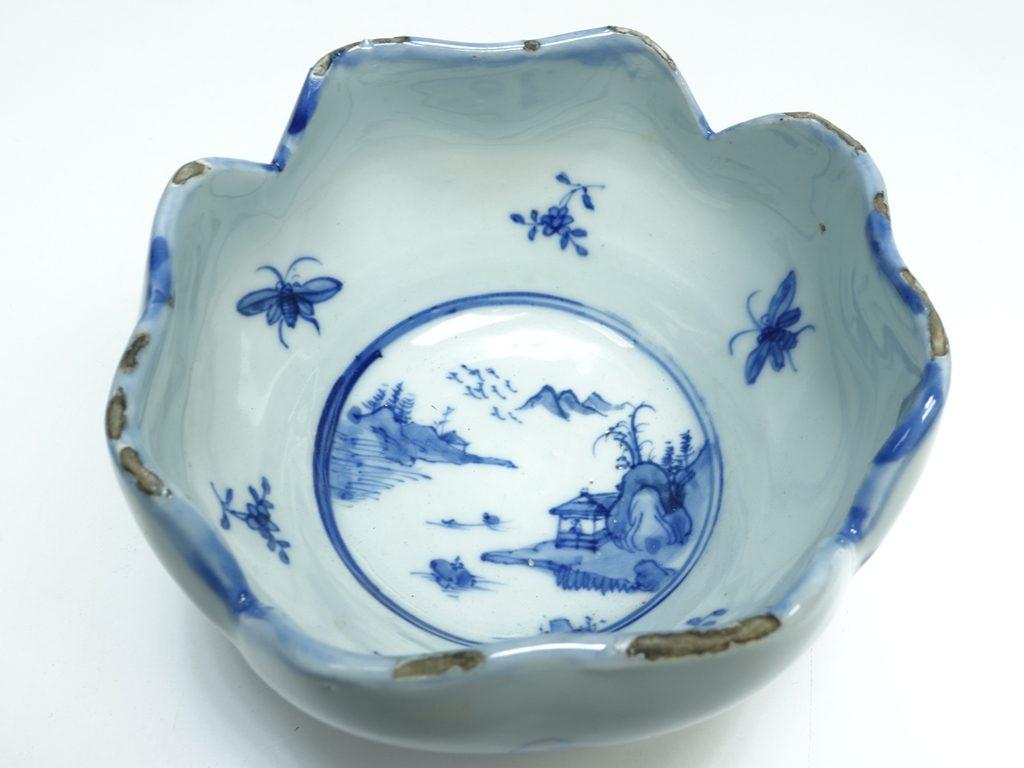 【陶磁器 その他】 無銘 「染付山水虫花文小鉢」を買取り致しました。
