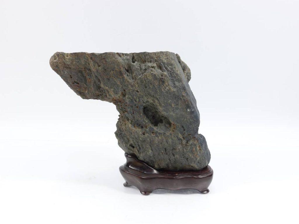 【水石】 被り石(雨宿り)「台座:銘 広寿」を買取り致しました。