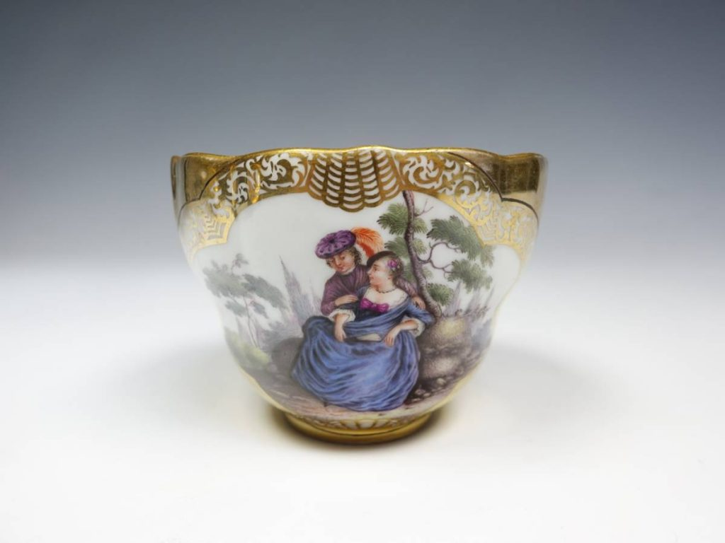 【マイセン】Meissen「金彩人物画 カップ&ソーサー (カップ取手部分修復有)」を買取り致しました。