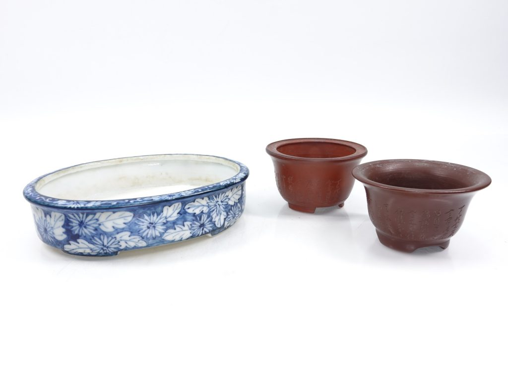 【骨董品 その他】在銘 「盆栽漢染付鉢など三点」を買取り致しました。